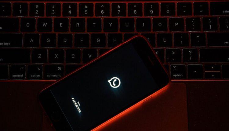 WhatsApp Delays Privacy Changes Amid User Exodus