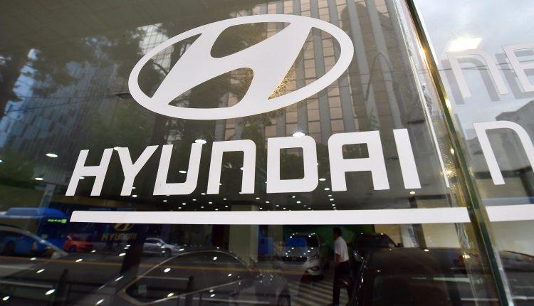Hyundai, Kia shares fall; say not in talks to develop