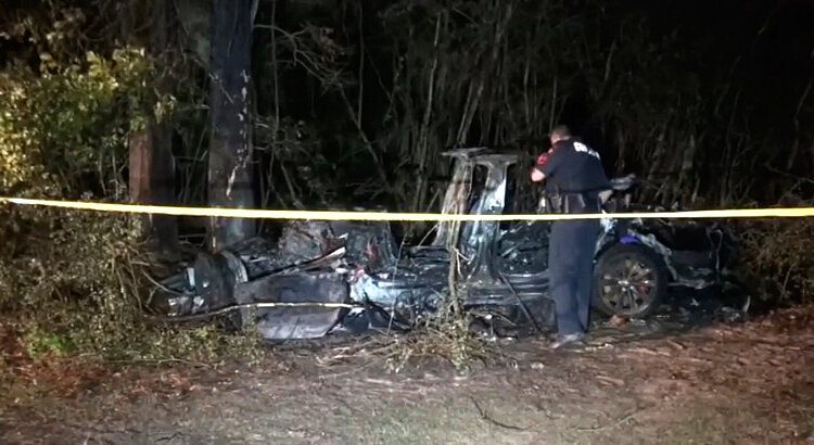 2 Killed in Driverless Tesla Car Crash, Officials Say